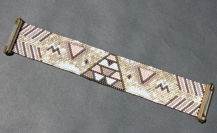 Bracelet manchette aimanté en perles Miyuki rose et doré - tissage peyote : Bracelet par madeleine-et-suzanne