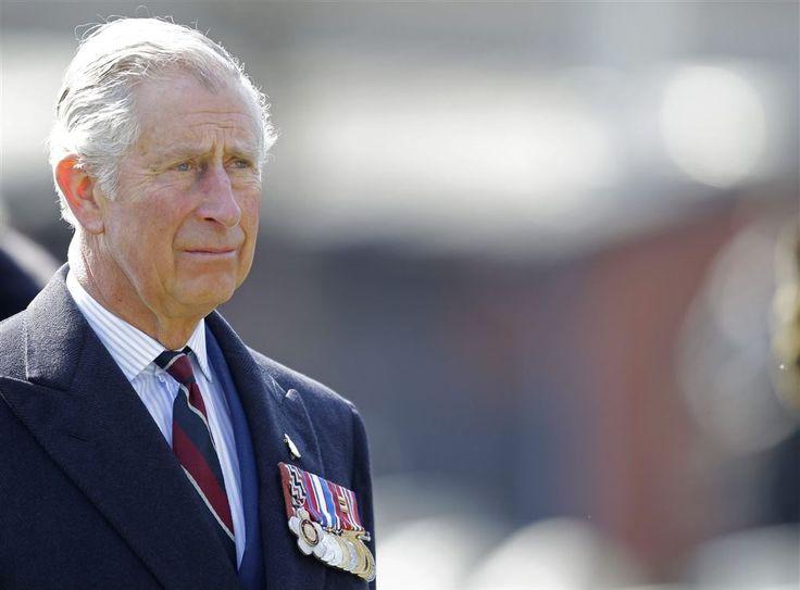 De Britse koningin Elizabeth kan donderdag met een gerust hart de verjaardagstaart aansnijden. Op haar negentigste verjaardag staat de monarchie zo vast als een huis. Uit een recente opiniepeiling blijkt dat maar liefst 86 procent van de Britten meent dat hun land een koning of koningin als staatshoofd moet houden. (Lees verder…)