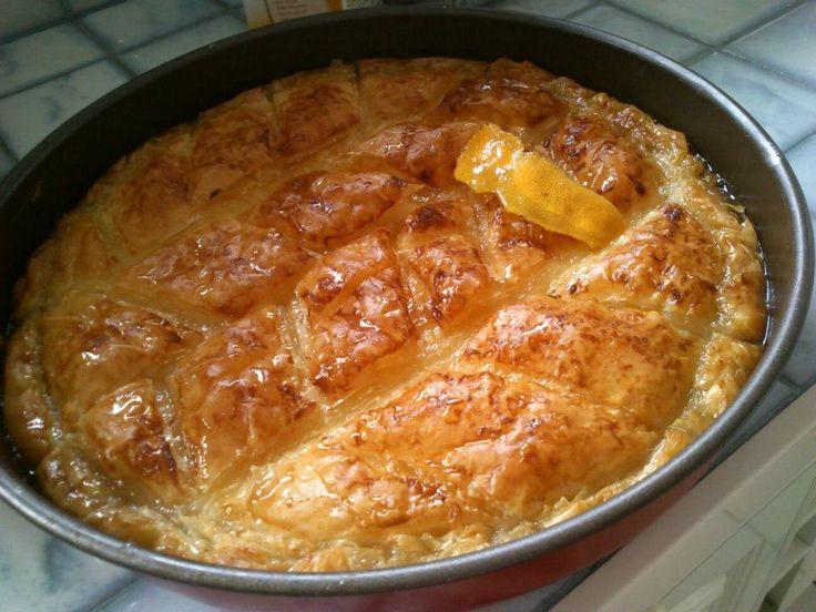 Υλικά:    1/2 κιλό φύλλο κρούστας    Για την κρέμα:    1 φλ.τσαγιού σιμιγδάλι ψιλό  1 1/2 φλ. τσαγιού ζάχαρη  300γρ κρέμα γάλακτος  70...