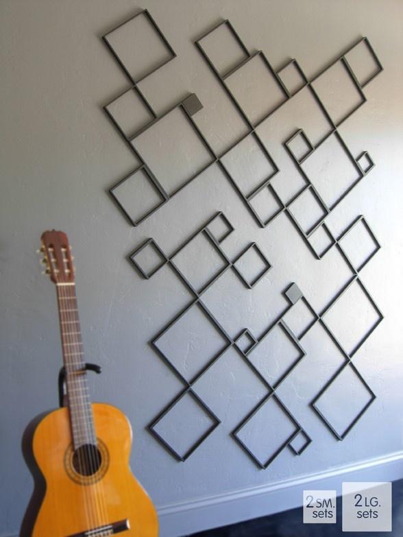 Plak meerdere sets vierkante muurdecoratie, zowel kleine als grote, schuin op de wand voor een superleuk resultaat!