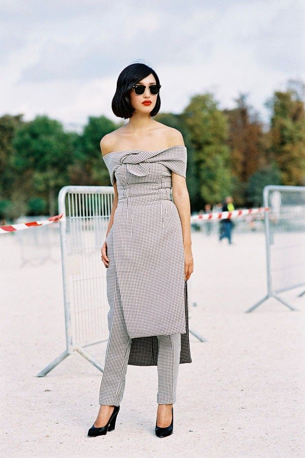 Spalle scoperte e spalle nude: la tendenza che scopre le spalle! Camicie, vestiti, top, abiti.. ecco tutto ciò che ti serve sapere sulla tendenza!