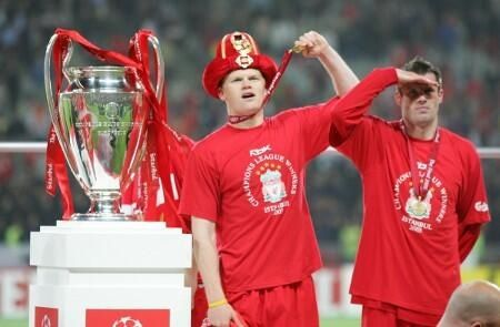 Riise and Carragher celebrate