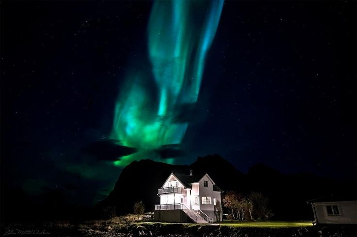 Aurora Borealis Over House, #Norway | Photography by ©Lillian Molstad Andresen