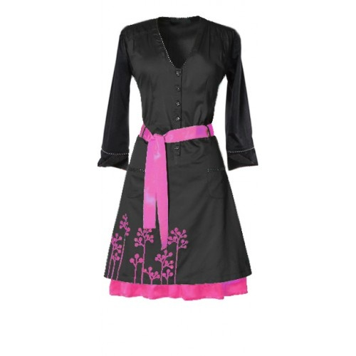 eCouture dress Pang - Black/Pink     Pang is a knee-length dress and a tribute to the 60s housewife. Made from 100% organic, hand-printed cotton sateen [GOTS-certified], Pang is a loose shirt-waist dress with room to move in. A universally flattering style. The dress has an elasticated waistband at the back and a belt that defines your waist.