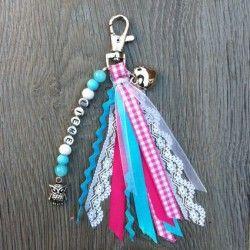 Sieraden, Blauw roze sleutelhanger met lintjes en naam