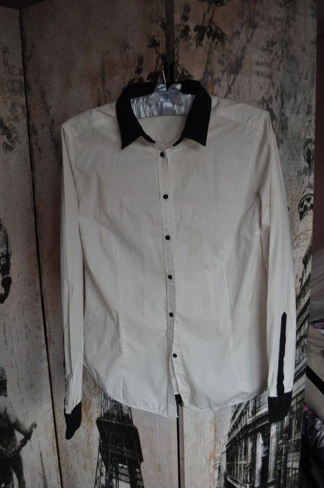 Koszula czarna biała czarne mankiety