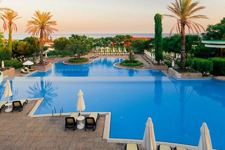 Erinomaisen palautteen asiakkailtamme saanut hyvätasoinen Gloria Verde Resort sijaitsee Belekin ranta-alueella, pinjametsikön keskellä. Useista rakennuksista koostuva hotelli on lapsiperheiden suosiossa ja soveltuu hyvin myös viihtyisää majoitusta etsiville.  #Belek #Turkki #GloriaVerde #Golf #matkailu #aurinkomatkat #loma