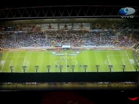 """el mejor himno del mundo tarareado en un estadio de futbol(world best fo...QUIERO ESCUCHAR  LA MARAVILLOSA LETRA DE """"NUESTRO HIMNO""""GRACIAS"""