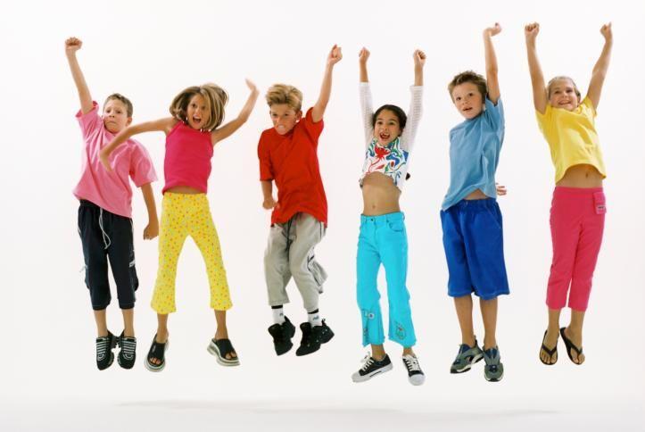 Könnyebben tanulnak a gyerekek, ha a matek- és magyaróráik részeként egy kis testmozgásra is sor kerül – tudtuk meg egy friss holland kutatásból, amelynek keretében másodikos és harmadikos diákok tanóráit dobták fel némi sporttal.