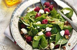 Salade met Verse Spinazie, Schapenkaas en Frambozen