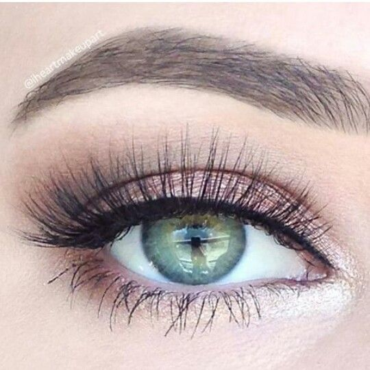 These whispy lashes are perfect for the big day! Check out our Lash Out Loud mascara wands! You can pair them with your fav mascara! - ow.ly/8yNA3003Dxk