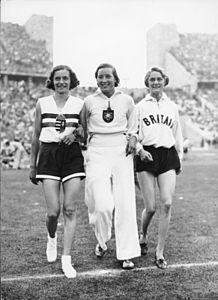 Bundesarchiv Bild 183-G00985, Berlin, Olympiade, Hochsprung der Damen.jpg
