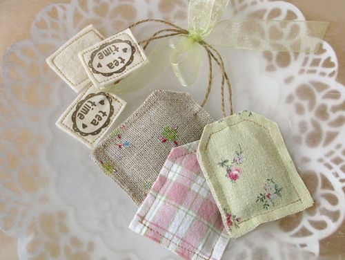 Tea bag sachets - great little gifts. So incredibly sweet.Ideas, Lavender Sachets, Teas Time, Lavender Teabag, Bags Sachets, Fabrics, Teas Bags, Teas Parties, Crafts
