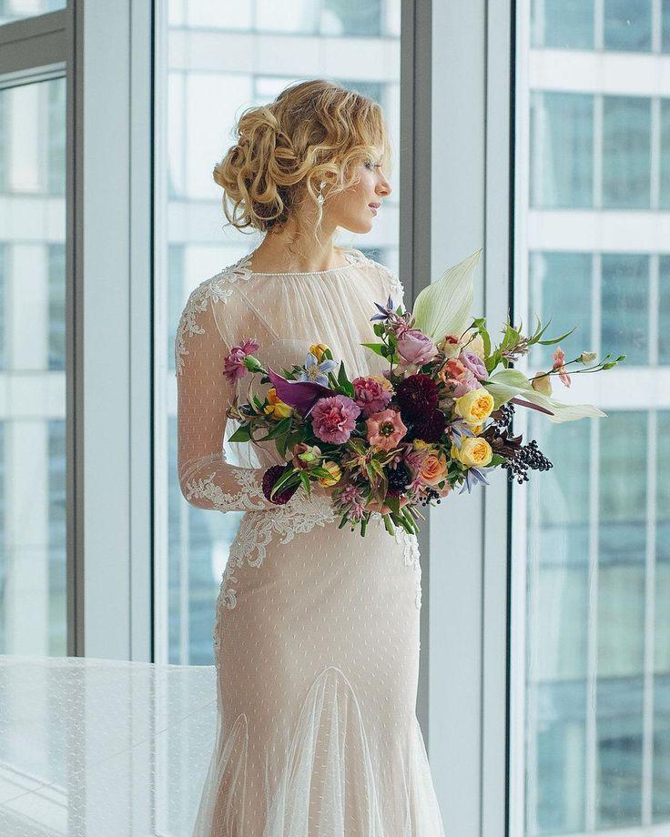 ПЛАТЬЕ ДНЯ Комплект из двух платьев от Lioness: очень приятная к телу песочная стрейч основа с эффектом утяжки  для идеального силуэта и верхнее платье из невесомого молочного кружева в свадебном салоне Фата и Перья @verawangdress #bridemagru #невеста #мода #стиль #модель #платье #свадьба #скоросвадьба #платьедня #свадебноеплатье #wedding #bride #dress #weddingdress #weddinggown #style #look #luxury #weddingfashion #weddingtrends #wedding #trends