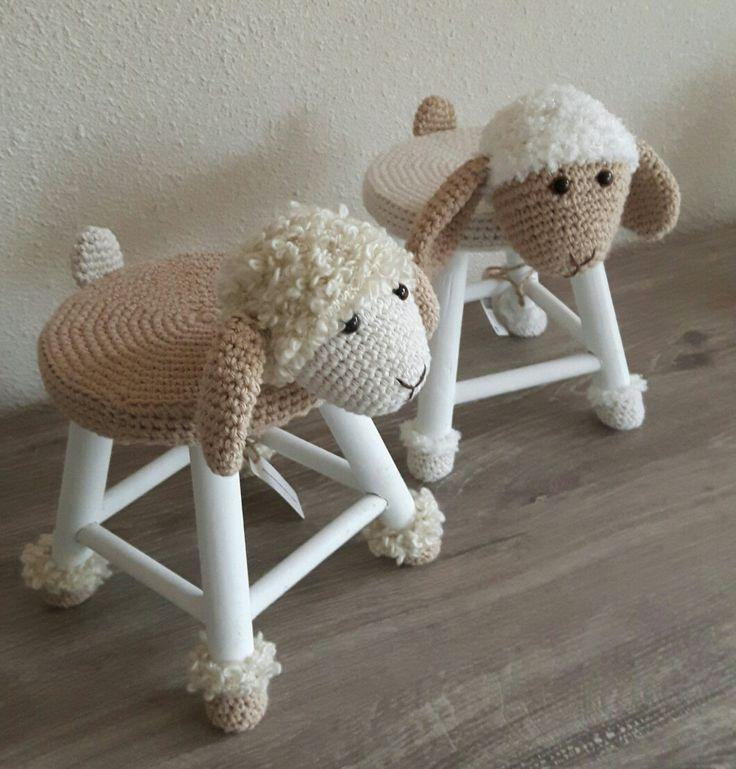 Krukje omhaakt; kopje cutie's  http://suzanne-creatief.blogspot.nl/2014/06/kleine-schaapjes-grote-bestelling.html?m=1