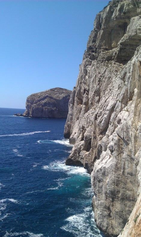 Cliffs to Grotta Nettuno, Alghero, Sardinia Read more: wp.me/p3vwq6-1L