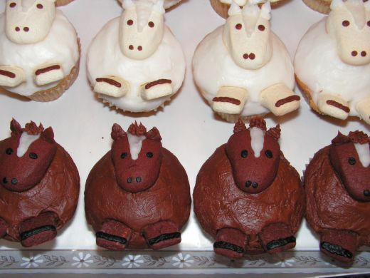 cute for a first birthday...horse cupcakes for a little cowboy or cowgirl!