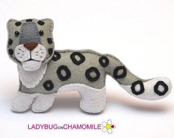 Felt SNOW LEOPARD, stuffed felt Snow leopard magnet or ornament, cute snow leopard, Snow leopard toy, felt animal, home decor,irbis #feltornaments