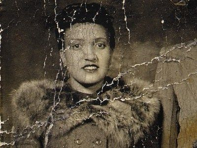 "The Immortal Life of Henrietta Lacks - ""Doctors took her cells without asking. Those cells never died. They launched a medical revolution and a multimillion-dollar industry. More than twenty years later, her children found out. Their lives would never be the same."""