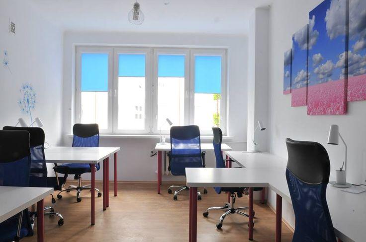 OpenSpace do pracy cichej Zapewnia klimatyczną przestrzeń dla Home Office. Tutaj w miłej i spokojnej atmosferze będziesz mógł realizować zadania wymagające ciszy i skupienia. Przestrzeń została zaaranżowana tak, aby w ramach wspólnoty każdy miał poczucie swobody. Sam zdecydujesz o której godzinie przyjść do biura i jak długo w nim pozostać.