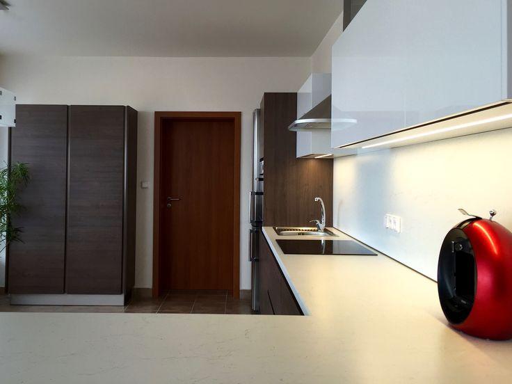 kuchyň,šedý dub Egger led osvětlení bezůchytkové profily
