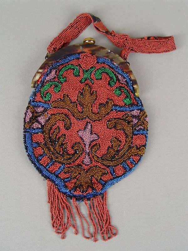 Антиквариат. антикварная Сумочка дамская «Красный узор», бисер. старинная вышивка бисером