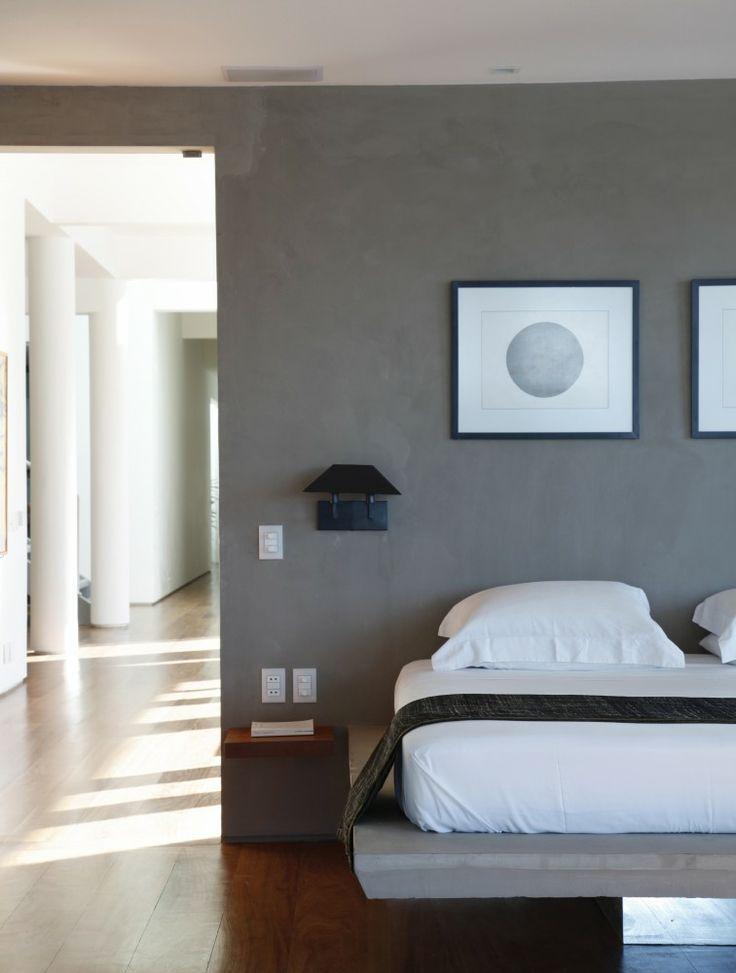 ... nachtlampje en het grotendeels zwevende bed. #slaapkamer #inspiratie