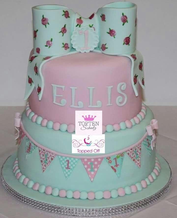 First Birthday cake! Mit Wimpel von Topped off