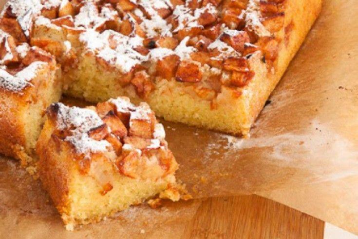 De ultieme traktatie na een lange dag werken of een koude middag in het bos? Deze boerenappelcake van Caroline! Verwarm je oven voor op 180 graden en vet een brownievorm van 18 x 28 centimter in met boter en beleg beide zijden met bakpapier. Klop in een keukenmachine of met een mixer de boter met …
