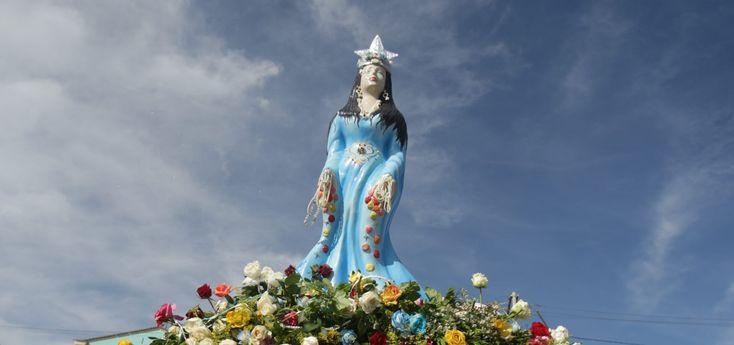 Você sabe por que Iemanjá é chamada de Rainha do Mar? Sabia que ela teve 10 filhos e isso foi determinante em sua vida? Entenda a origem do mito de Iemanjá.