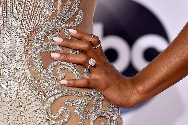 smalti nude #nudenails #nailart #manicure #nudes #beauty #nails #topcoat #nailpolish
