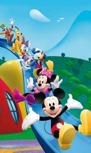 すべり台を滑るミッキー達♪ ディズニー背景のイラスト