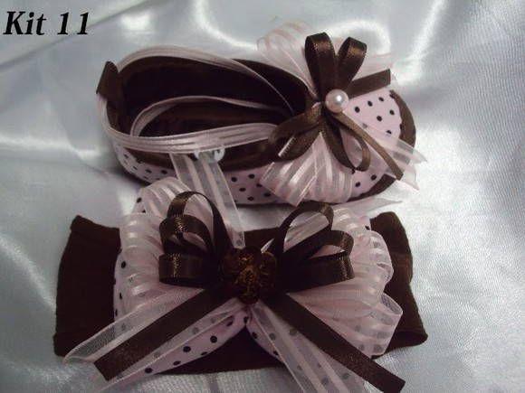 Sapatinho todo em cetim e tecido do Nº 14 ao Nº 17 com sola de tecido Nº 18/19 (c/ antiderrapante) Faixa de meia de seda com laços de fita. R$ 65,00