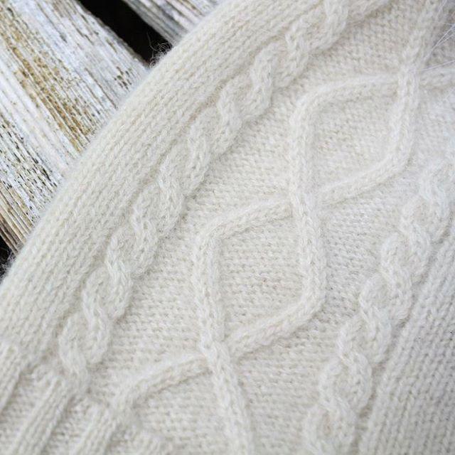 Кашемировая шапка с помпоном из финского песца. Стоимость: 4500 рублей.