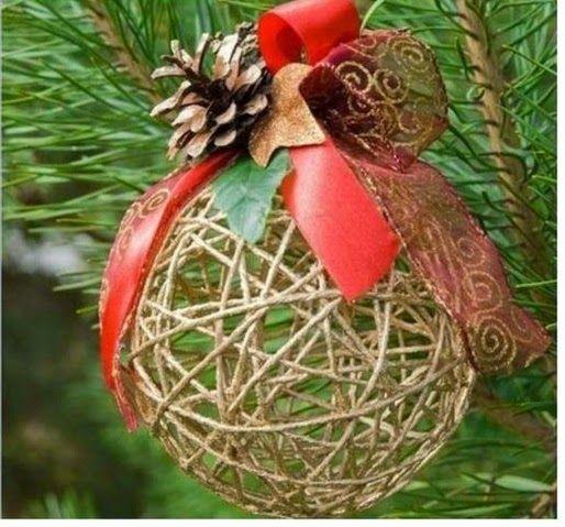 Come fare palline di Natale personalizzate con lana e cotone