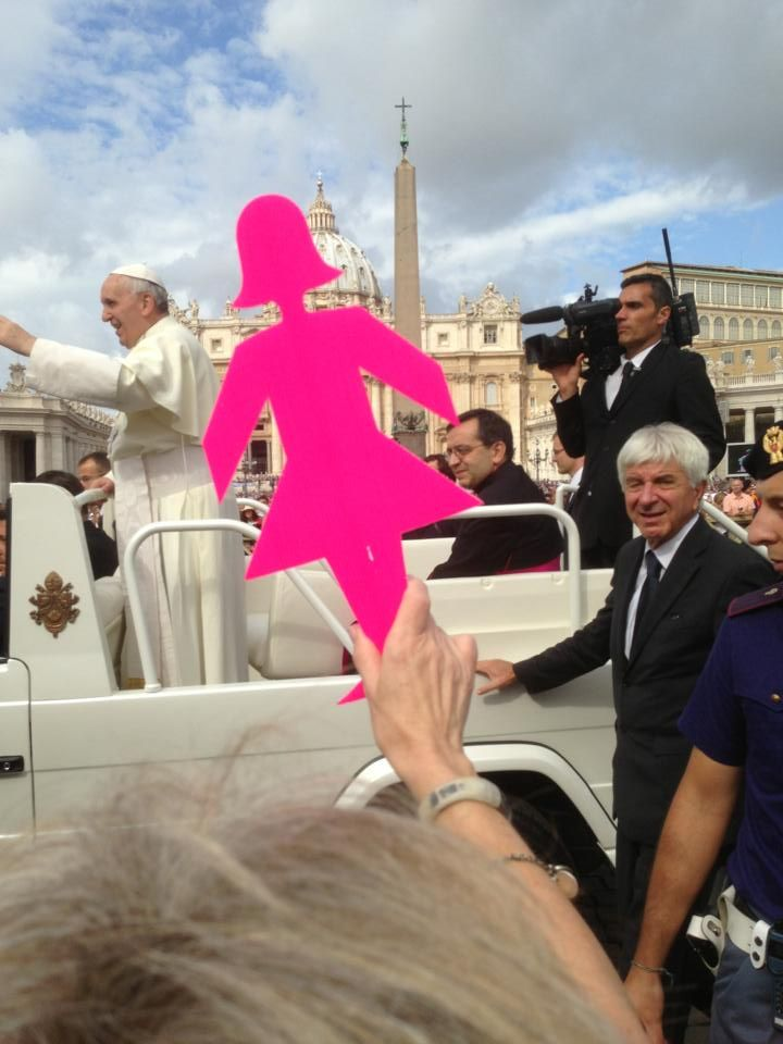 BCNA member Sue visited the Vatican where the Pink Lady met the Pope!