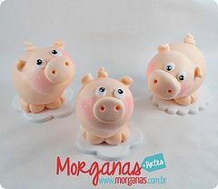 Porquinhos (Andria Morganas) Tags: party cake galinha biscuit festa aniversrio pintinho fazenda galinhas fazendinha galinhadangola ovelha pintinhos toper portadoces