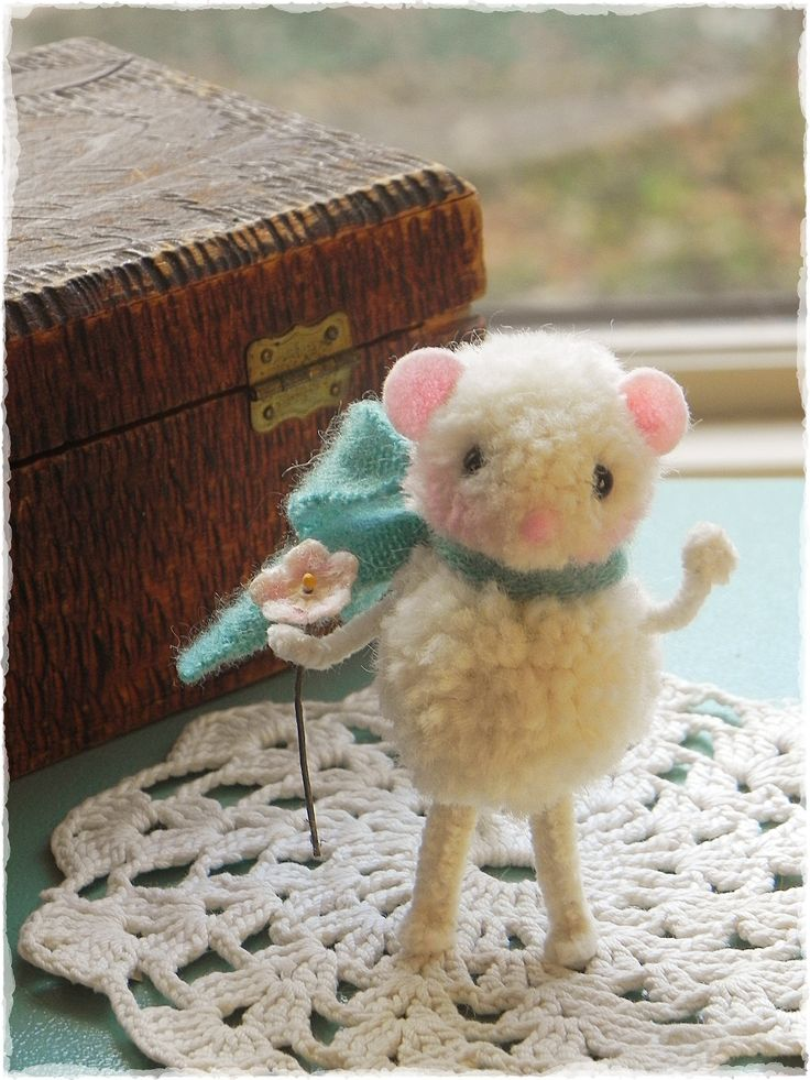 Gorgeous little felt and wool mice. Tutorial also