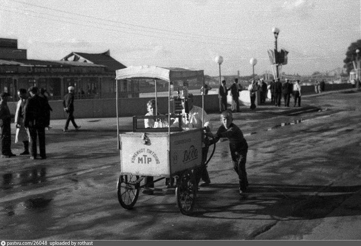 Около пристани ЦПКиО  1939
