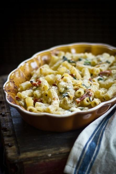 Greek Macaroni & Cheese with Roasted Garlic and Caramelized Leeks #food #recipe