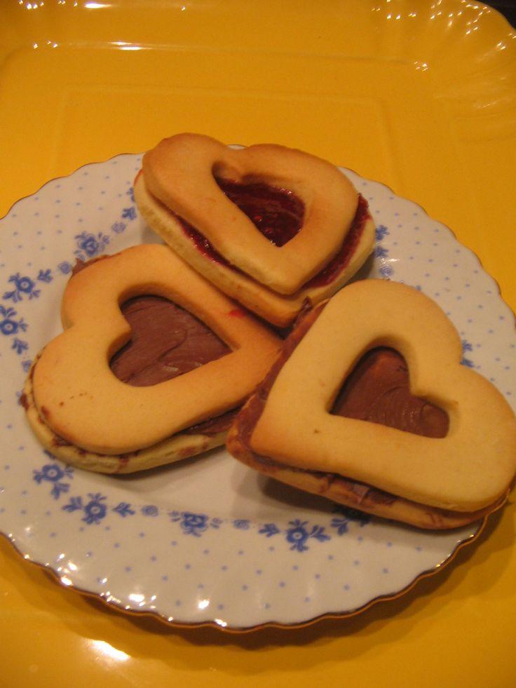 biscocuore di frolla con ripieno alla nutella
