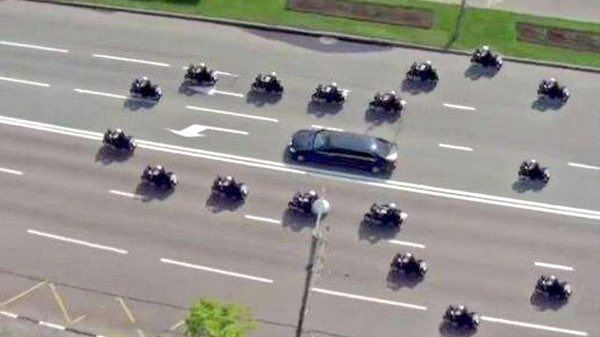 Holly O'Reilly on Twitter: Pres Trump's police escort to golf coursesom
