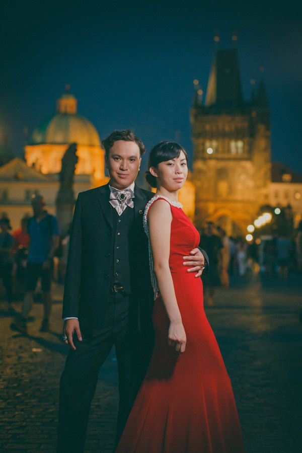 Pre Wedding Best of in Prague: The Charles Bridge at night http://pragueweddingphotography.com