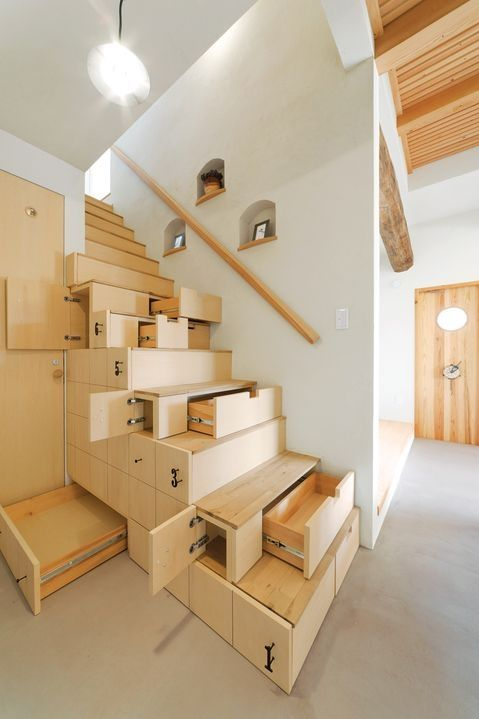 Modern wooden staircase with built-in storage in Japan by Eva