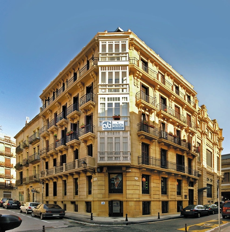http://www.AbPensiones.com  Hostal in San Sebastian:  Ab Domini  Situated in San Sebastian's old town-a short walk away from the beaches, bars, restaurants, the Kursaal Congress Palace and opposite the San Telmo Museum.