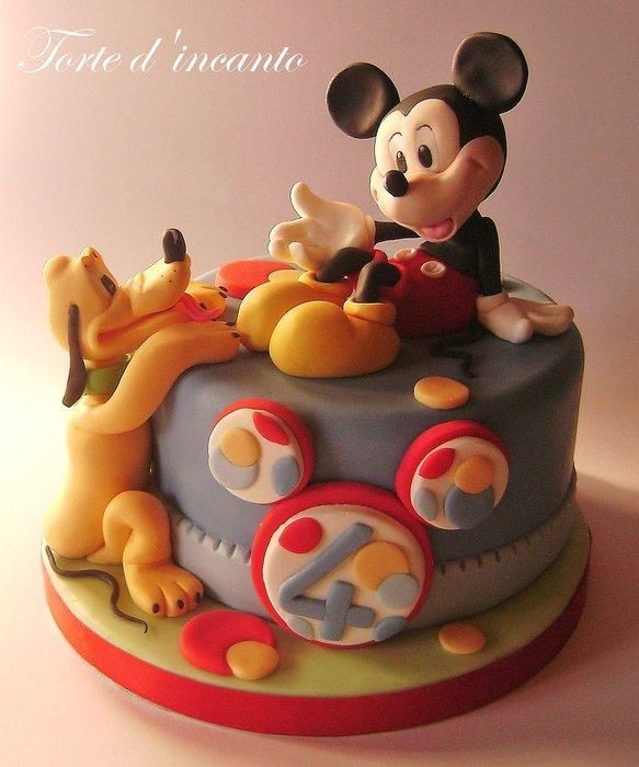 Mickey Mouse & Pluto Cake!  I want this kind of cake for my next birthday.