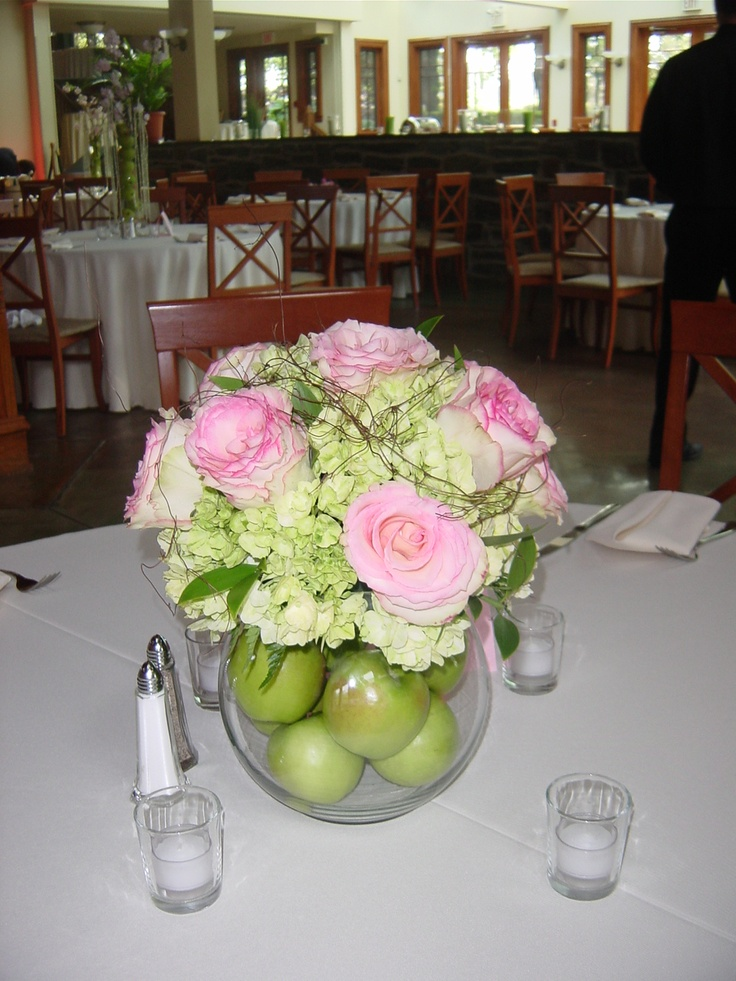 Low Rose Centerpiece : Low wedding centerpiece for a pink and green made