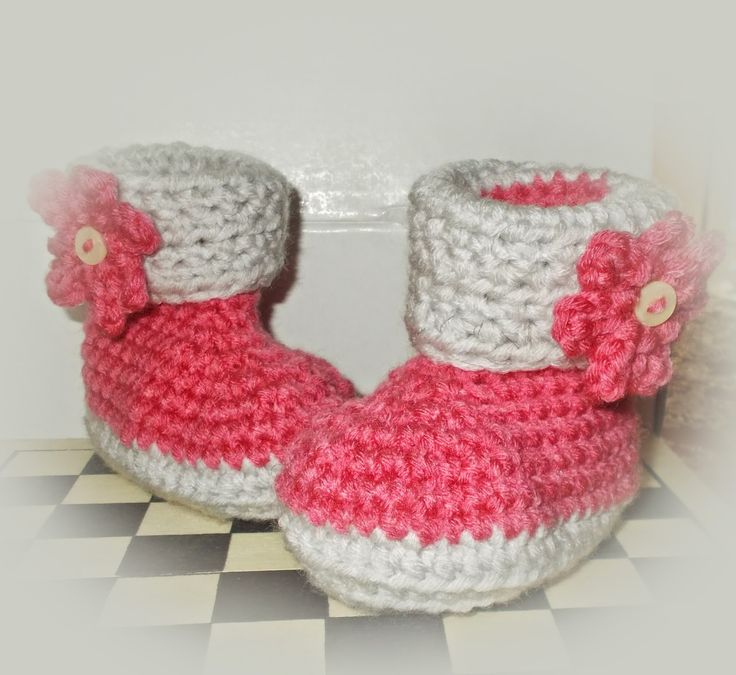 baby shoes crochet http://plektologio.blogspot.gr/search?updated-max=2015-01-15T19:45:00+02:00