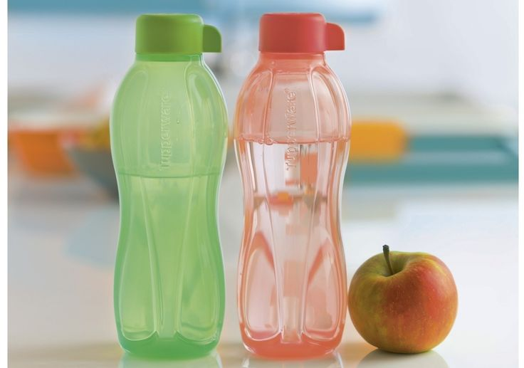 Une petite astuce pour enlever une odeur désagréable de votre bouteille Tupperware: remplir d'eau la bouteille et hop au congélateur ! Répétez l'opération si nécessaire! Si vous avez un jardin, posez votre bouteille tête en bas sur le gazon le soir, l'humidité...
