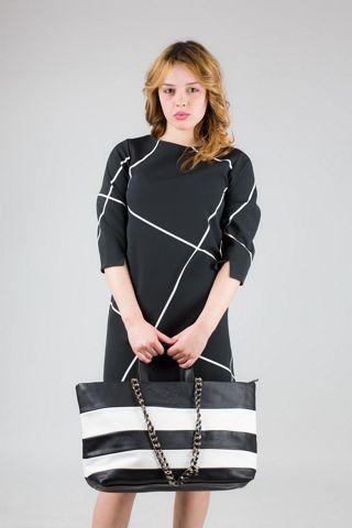 Abito trapezio con manica a 3/4 con spacchetto. Disegno geometrico. MADE IN ITALY 95% poliestere 5% elastan http://www.brendatelier.it/prodotto.asp?st=primavera_estate_2015&tag=abito_trapezio_manica3-4__PR-AA816A&col=nero+bianco&lang=it